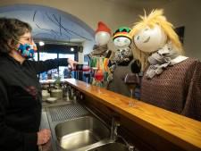 Un restaurant rouvre avec des mannequins comme clients à Rixensart