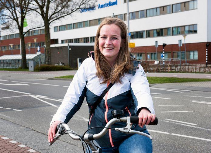 Eva Trouwborst uit Alphen werkt op de intensive care-afdeling in ziekenhuis Amstelland in Amstelveen en woont op de Albert Cuypstraat in Amsterdam.