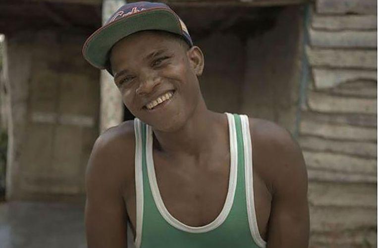 Johnny (24) werd geboren als Felecitia en had toen geen penis. Die kwam er pas tijdens de puberteit. Johnny is een 'guevedoce' ('penis op hun twaalfde'), het derde geslacht in het dorp Salinas op de Dominicaanse Republiek. Beeld BBC
