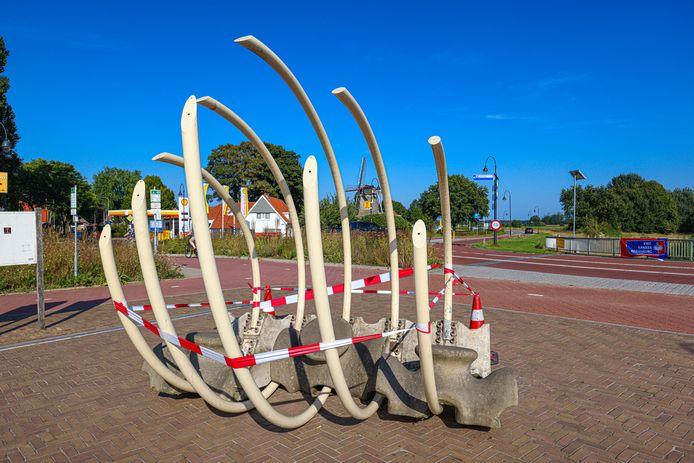 Het kunstwerk Vechtsiel op de brug bij Ommen van Kees Hoogendam is vernield.