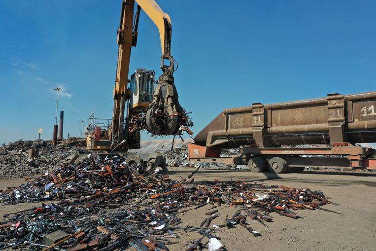 ArcelorMittal vernietigde 60 ton vuurwapens Beeld RV / Provincie Oost-Vlaanderen