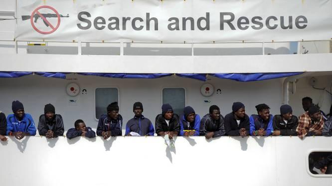 Schip met 629 migranten dat niet welkom is in Italië en Malta, mag aanleggen in haven van Valencia