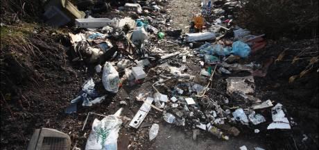 Des tonnes de déchets clandestins évacués à Charleroi