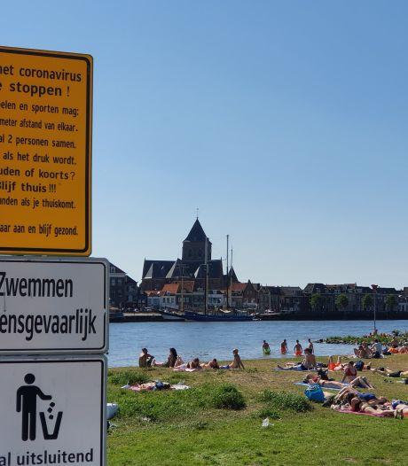 Weinig zorgen op druk Kamper strandje
