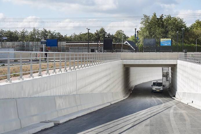 De Slingertunnel bij station Elst is bijna af. Maar is hij te smal of te breed?