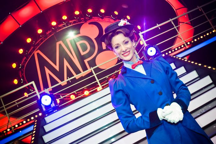 Noortje Herlaar als Mary Poppins.