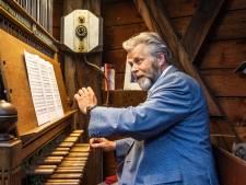 Beiaardier speelt weer verzoeknummers op de Grote Kerk, mét eerbetoon aan Golden Earring