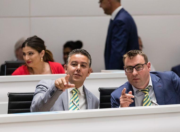Rachid Guernaoui en Richard de Mos tijdens hun installatie als wethouder in 2018. Het OM verdenkt de twee inmiddels afgetreden wethouders onder andere van corruptie en deelneming aan criminele organisaties. Beeld Martijn Beekman