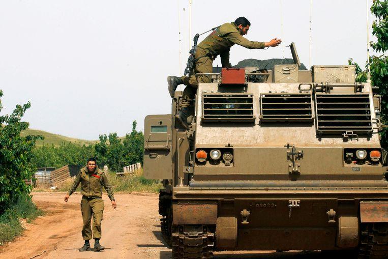 Israëlische soldaten bij een raketlanceerder op de Golanhoogten. Volgens hun minister is het overgrote deel van de Iraanse militaire macht in Syrië uit de weg geruimd. Beeld AFP