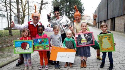Jonge schilders krijgen prijs van beweging.net