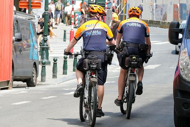 Politiemannnen van de zone Brussel Hoofdstad Elsene op de fiets (beeld ter illustratie)