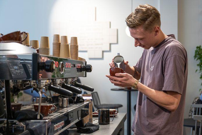 Mats Jansen, werkzaam bij Puck Specialty Coffee in zowel Nijmegen als Arnhem, is uitgeroepen tot beste barista van de Benelux.