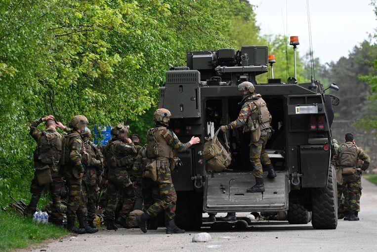 Belgische militairen zochten donderdagavond in Nationaal Park Hoge Kempen zonder resultaat naar de voortvluchtige Jürgen Conings. Beeld BELGA