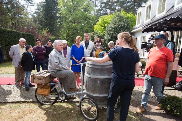 Op de set van de Kampioenen-film met personages Xavier, Maurice, Bieke en Pol en regisseur Jan Verheyen.