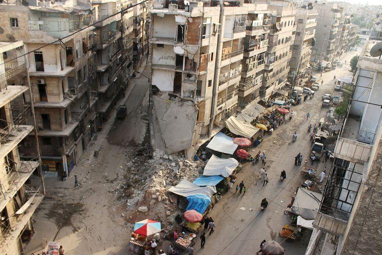 Een markt in Aleppo tijdens Ramadan, de vastenmaand voor moslims. Beeld reuters