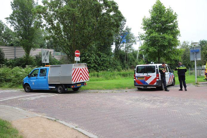 Een 17-jarige jongen heeft zichzelf gemeld op het politiebureau voor het slaan van een boa. Een handhaver werd gistermiddag aangevallen in recreatiegebied de Delftse Hout nadat hij wilde bemiddelen bij een ruzie.