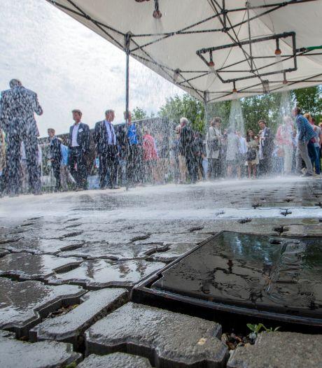Deze gekke straatstenen hebben een belangrijke taak: wateroverlast tegengaan