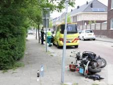 Scooter en bestelbus botsen: schade, maar geen gewonden