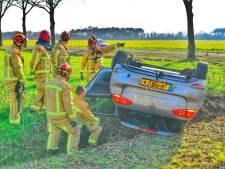 Ravage na ongeval in Bergeijk, auto op zijn kop in de sloot
