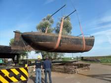 Waalschokker Janus op transport vanuit Woudrichem. 'Toch een memorabel moment'