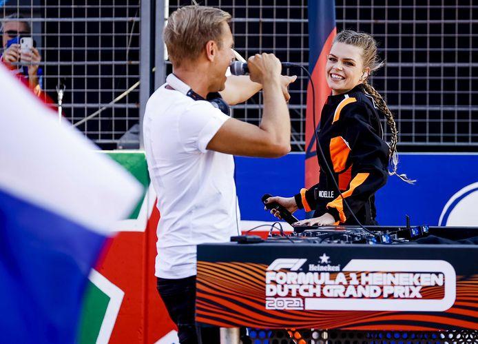 Armin van Buuren en Davina Michelle voor de race.