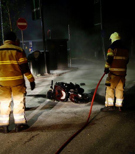 Scooter vat vlam bij McDonald's
