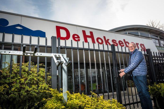 Voorzitter Bert Bossenbroek opent vrijdag de poort van zwembad De Hokseberg.