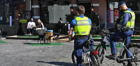 Geen boete voor terrasactie in Breda, in andere plaatsen protest met poppen