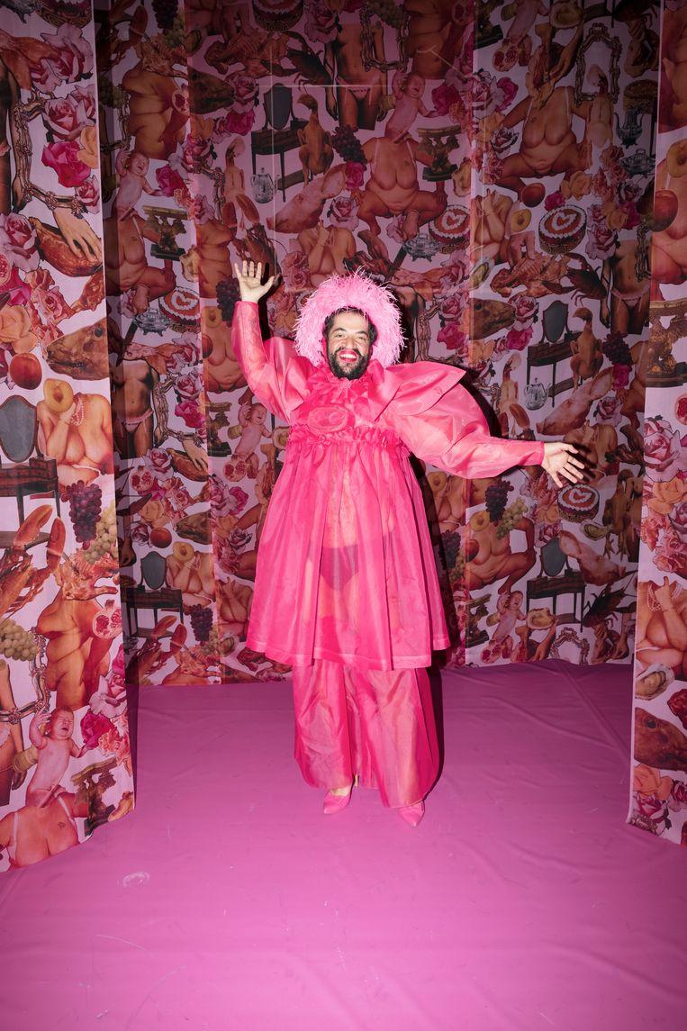 Rodrigo Batista als Madame in de voorstelling De meiden.  Beeld Marc Deurloo