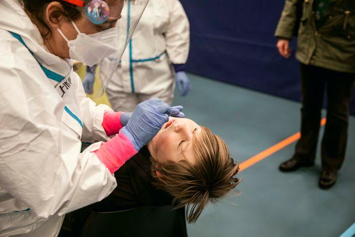 Sint-Truiden start massaal met testen nu de Britse variant er vastgesteld is, onder meer onder de leerlingen en leerkrachten van school Schuttershof.
