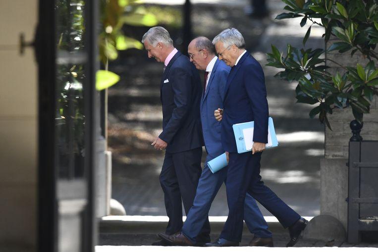 Koning Filip houdt Johan Vande Lanotte (sp.a) en Didier Reynders (MR) nog tot 9 september op de been als informateurs.