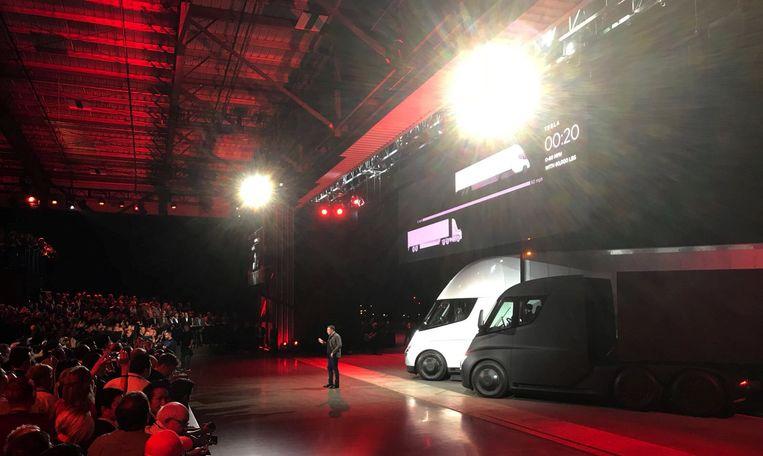 Elon Musk stelt de Semi voor. Beeld REUTERS