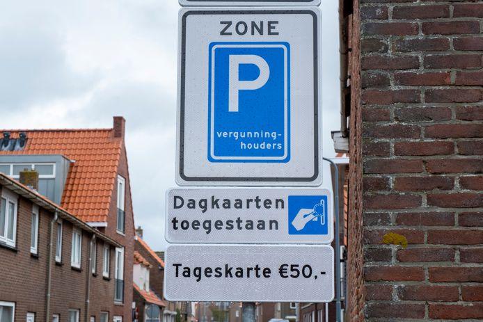 De nieuwe parkeerborden in Veere.