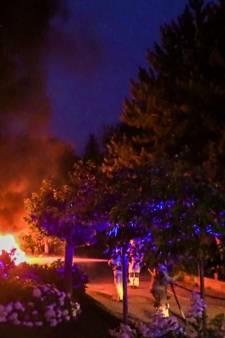 Auto gaat in vlammen op in Enschede