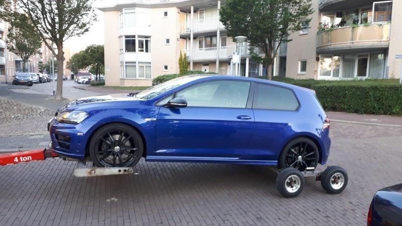 De in beslag genomen Volkswagen Golf.