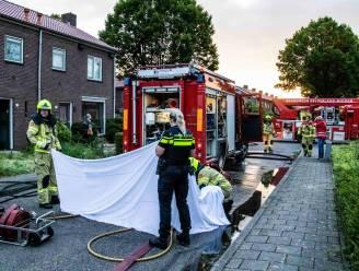 Vier honden dood bij woningbrand; brandweer redt andere dieren door reanimatie en toedienen zuurstof