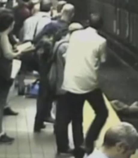 18-jarige Amerikaanse valt op spoor vlak voordat metro arriveert