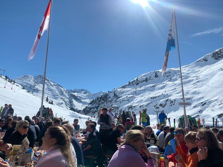 Sankt Anton am Arlberg een jaar geleden, kort voordat de maker van de foto Jorrit Weerman en alle andere bezoekers moesten maken dat ze weg kwamen. Beeld Jorrit Weerman