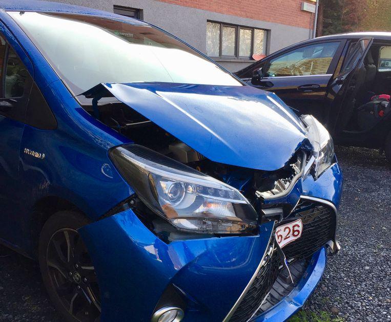 De auto werd frontaal aangereden.
