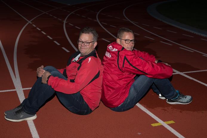 De twee scheidende trainers van AV Salland: Harrie Haarman (links) en Paul Tielbeek (rechts).