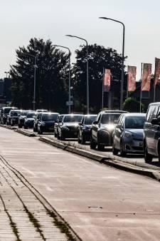 Gemeenteraad wil Ambachtsweg in Wateringen weer openstellen, wethouder Varekamp vindt dat 'onverstandig'