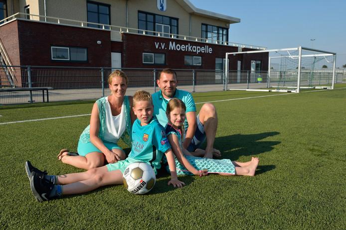 Peter Zijderhand met zijn vrouw Mariska, zoon Ryan en dochter Faye.