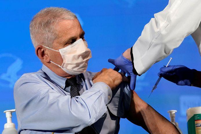 Immunoloog Anthony Fauci (80) kreeg eind december 2020 al zijn eerste coronaprik.