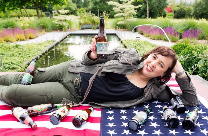 Biersommelier Sofie Van Rafelghem met enkele Amerikaanse bieren