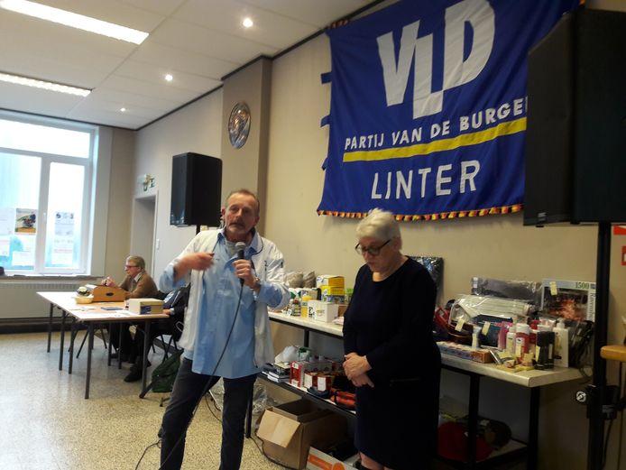 Walter Willems is de nieuwe voorzitter van Open Vld. Hier staat hij op foto met gemeenteraadslid Martine Jacobs.