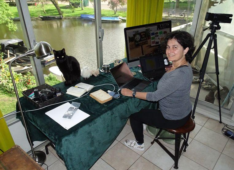 Anna Bon: 'Normaal reis ik zes keer per jaar naar landen in Afrika om informatiesystemen te bouwen voor de voedselzekerheid.' Beeld