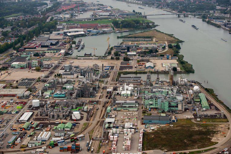 Terrein van chemiefabriek DuPont in Dordrecht. Beeld ANP