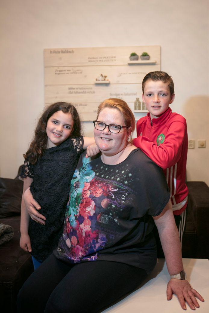 IIlja Haddouch met haar kinderen Yasmine en Soufian.