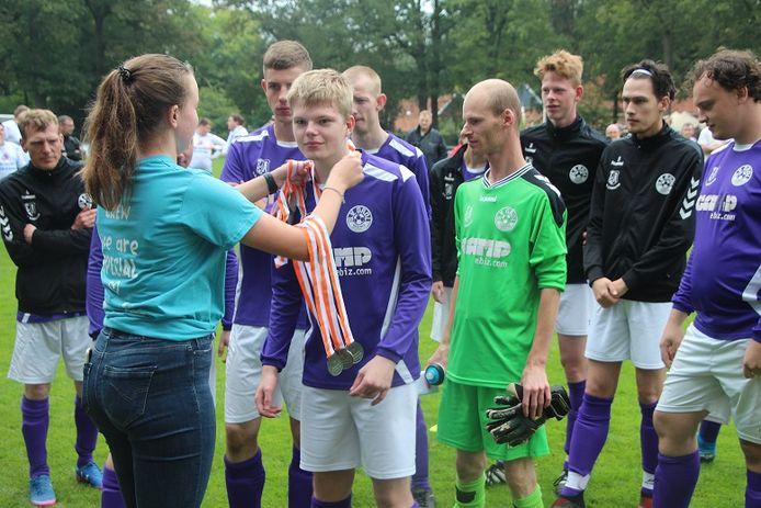 Huldiging G-voetballers Grol Longa.
