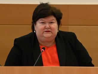 """LIVE. Ex-minister van Volksgezondheid De Block getuigt in de Kamercommissie over de coronacrisis: """"Vernietigde strategische stock had meteen vervangen moeten worden"""""""